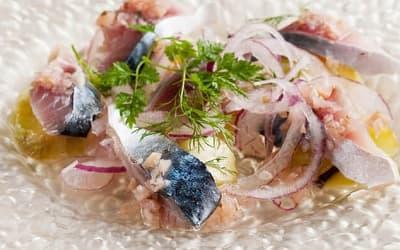 シメ鯖とヒスイ茄子のカルパッチョ